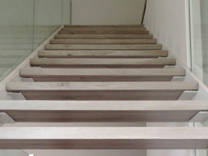Escalera roble laminado gris