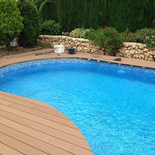 Tarima exterior y coronación de piscina
